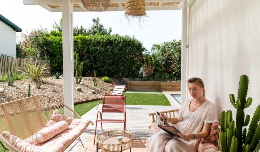 Аренда роскошной виллы с изящным дизайнерским декором. Сад, бассейн с подогревом и пляж в пешей доступности.